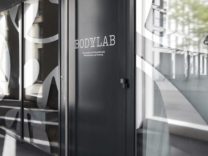 Aussenaufnahmen BodyLab   Osteopathie Physiotherapie Rehabilitation Training Massage Fasziendistorsionsmodell FDM   Zürich