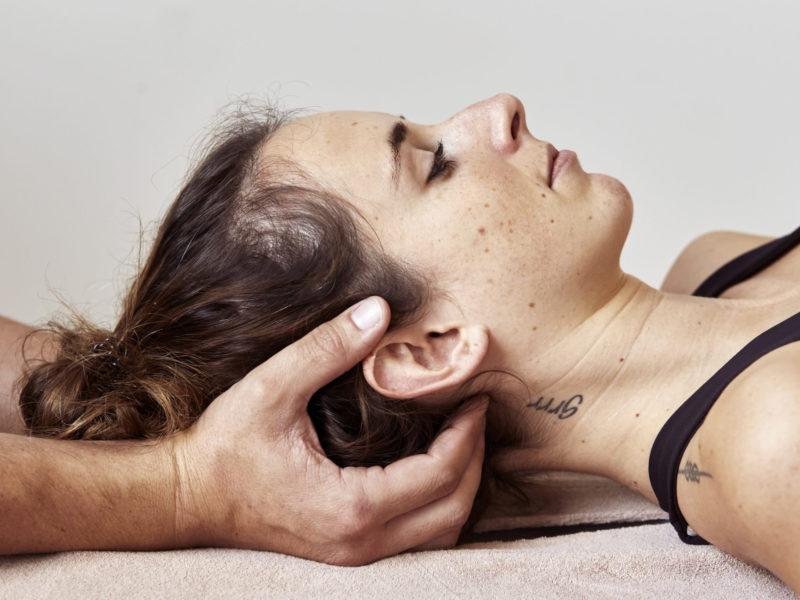 Bei der Arbeit BodyLab   Osteopathie Physiotherapie Rehabilitation Training Massage Fasziendistorsionsmodell FDM   Zürich